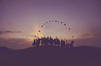 Diplomaosztó ünnepély a Waldorf osztálytanító és Waldorf Extra Lesson fejlesztő pedagógus szakon végzett hallgatóinknak.