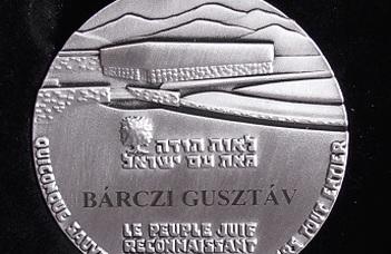 Világ Igaza kitüntetés Dr. Bárczi Gusztávnak